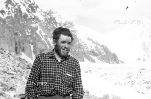 MFV-S-CAI021-0578 - CAI expedition to Gasherbrum IV in the Karakoram massif: Portrait of one of the expedition participants - Date of photography: 30/04/1958-03/09/1958 - Fosco Maraini/Gabinetto Vieusseux Property©Fratelli Alinari