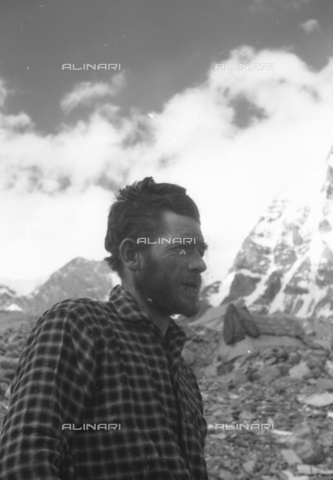 MFV-S-CAI021-0580 - CAI expedition to Gasherbrum IV in the Karakoram massif: Portrait of one of the expedition participants - Date of photography: 30/04/1958-03/09/1958 - Fosco Maraini/Gabinetto Vieusseux Property©Fratelli Alinari