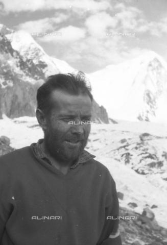 MFV-S-CAI021-0581 - CAI expedition to Gasherbrum IV in the Karakoram massif: Portrait of the alpinist Giuseppe Oberto - Date of photography: 30/04/1958-03/09/1958 - Fosco Maraini/Gabinetto Vieusseux Property©Fratelli Alinari