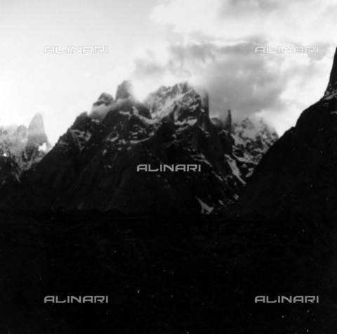 MFV-S-CAI021-0584 - CAI expedition to Gasherbrum IV in the Karakoram massif: mountain landscape - Date of photography: 10/06/1958 - Fosco Maraini/Gabinetto Vieusseux Property©Fratelli Alinari