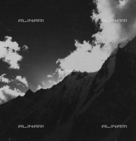 MFV-S-CAI021-0585 - CAI expedition to Gasherbrum IV in the Karakoram massif: mountain landscape - Date of photography: 10/06/1958 - Fosco Maraini/Gabinetto Vieusseux Property©Fratelli Alinari