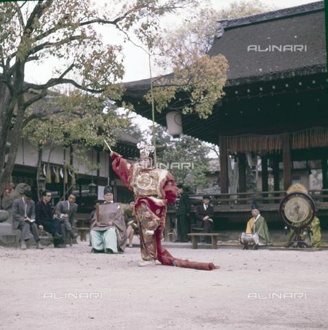 MFV-S-JPN036-0007 - Shinto celebration Shiramine sanctuary, Kyoto - Date of photography: 14/04/1963 - Fosco Maraini/Gabinetto Vieusseux Property©Fratelli Alinari
