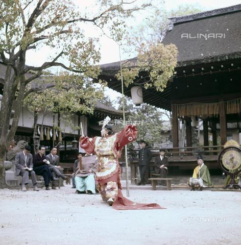 MFV-S-JPN036-0008 - Shinto celebration Shiramine sanctuary, Kyoto - Date of photography: 14/04/1963 - Fosco Maraini/Gabinetto Vieusseux Property©Fratelli Alinari