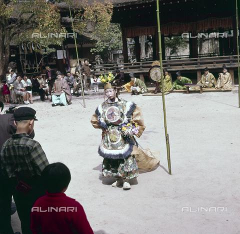 MFV-S-JPN036-0009 - Shinto celebration Shiramine sanctuary, Kyoto - Date of photography: 14/04/1963 - Fosco Maraini/Gabinetto Vieusseux Property©Fratelli Alinari
