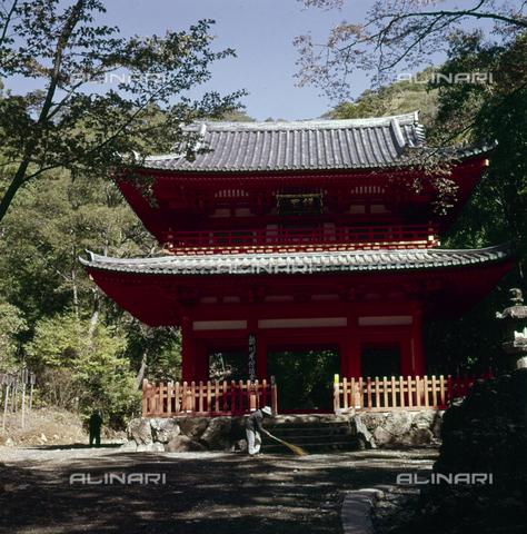 MFV-S-JPN039-0001 - The main entrance to the Hokoji Temple near Hamamatsu - Date of photography: 1963 - Fosco Maraini/Gabinetto Vieusseux Property©Fratelli Alinari