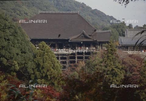 MFV-S-JPN369-0083 - Temple near Kyoto - Date of photography: 1963-1991 - Fosco Maraini/Gabinetto Vieusseux Property©Fratelli Alinari