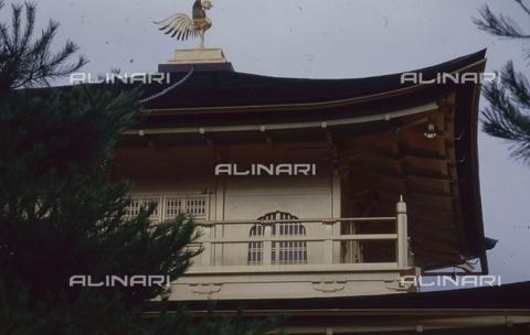 """MFV-S-JPN369-0092 - Tempio di Kinkaku-ji (""""Tempio del padiglione d'oro""""), particolare, Kyoto - Data dello scatto: 1963-1991 - Fosco Maraini/Proprietà Gabinetto Vieusseux©Fratelli Alinari"""