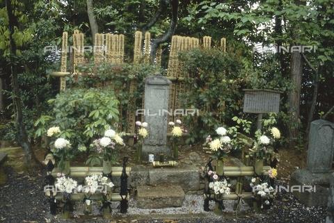 MFV-S-JPN369-0118 - Tempio di Jōshō-ji, lapide all'interno del giardino, Kyoto - Data dello scatto: 1963-1991 - Fosco Maraini/Proprietà Gabinetto Vieusseux©Fratelli Alinari