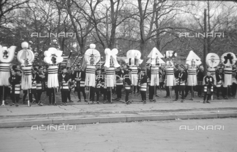 MFV-S-V00133-0037 - Festa tradizionale giapponese - Data dello scatto: 1959-1963 - Fosco Maraini/Proprietà Gabinetto Vieusseux©Fratelli Alinari