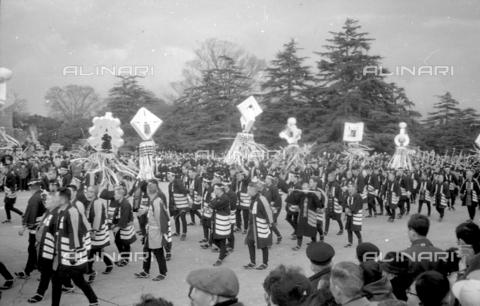 MFV-S-V00133-0040 - Traditional Japanese festival - Date of photography: 1959-1963 - Fosco Maraini/Gabinetto Vieusseux Property©Fratelli Alinari
