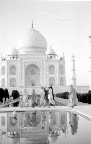 MFV-S-V00133-0044 - Taj Mahal, Agra - Data dello scatto: 17/07/1962-04/10/1962 - Fosco Maraini/Proprietà Gabinetto Vieusseux©Fratelli Alinari