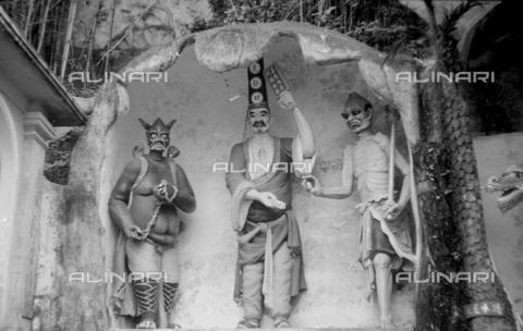 MFV-S-V00133-0060 - Statue che decorano il Giardino del Balsamo di Tigre (oggi Haw Par Villa) ad Hong Kong - Data dello scatto: 07/11/1962-15/11/1962 - Fosco Maraini/Proprietà Gabinetto Vieusseux©Fratelli Alinari