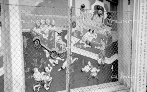 MFV-S-V00133-0063 - Statue che decorano il Giardino del Balsamo di Tigre (oggi Haw Par Villa) ad Hong Kong - Data dello scatto: 07/11/1962-15/11/1962 - Fosco Maraini/Proprietà Gabinetto Vieusseux©Fratelli Alinari