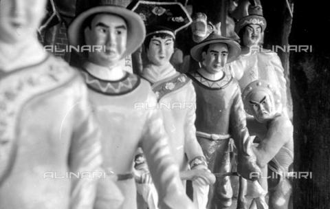 MFV-S-V00133-0064 - Statue che decorano il Giardino del Balsamo di Tigre (oggi Haw Par Villa) ad Hong Kong - Data dello scatto: 07/11/1962-15/11/1962 - Fosco Maraini/Proprietà Gabinetto Vieusseux©Fratelli Alinari