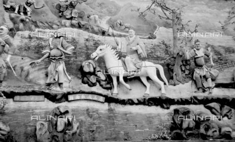 MFV-S-V00133-0167 - Decorazioni all'interno del Giardino del Balsamo di Tigre (oggi Haw Par Villa) ad Hong Kong - Data dello scatto: 07/11/1962-15/11/1962 - Fosco Maraini/Proprietà Gabinetto Vieusseux©Fratelli Alinari