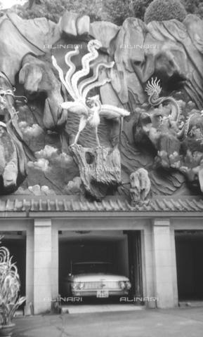 MFV-S-V00133-0169 - Decorazioni all'interno del Giardino del Balsamo di Tigre (oggi Haw Par Villa) ad Hong Kong - Data dello scatto: 07/11/1962-15/11/1962 - Fosco Maraini/Proprietà Gabinetto Vieusseux©Fratelli Alinari