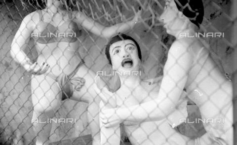 MFV-S-V00133-0276 - Statue che decorano il Giardino del Balsamo di Tigre (oggi Haw Par Villa) ad Hong Kong - Data dello scatto: 07/11/1962-15/11/1962 - Fosco Maraini/Proprietà Gabinetto Vieusseux©Fratelli Alinari