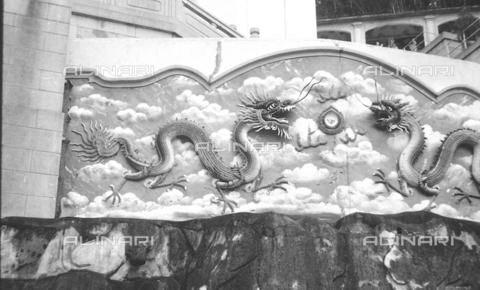 MFV-S-V00133-0277 - Decorazioni all'interno del Giardino del Balsamo di Tigre (oggi Haw Par Villa) ad Hong Kong - Data dello scatto: 07/11/1962-15/11/1962 - Fosco Maraini/Proprietà Gabinetto Vieusseux©Fratelli Alinari