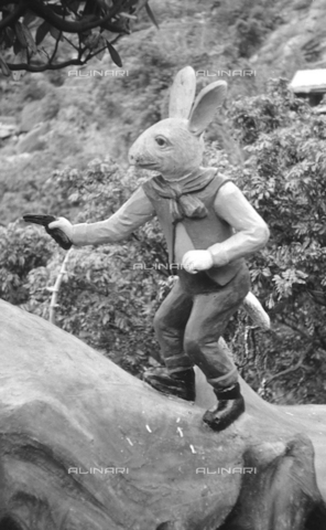 MFV-S-V00133-0278 - Statua che decora il Giardino del Balsamo di Tigre (oggi Haw Par Villa) ad Hong Kong - Data dello scatto: 07/11/1962-15/11/1962 - Fosco Maraini/Proprietà Gabinetto Vieusseux©Fratelli Alinari