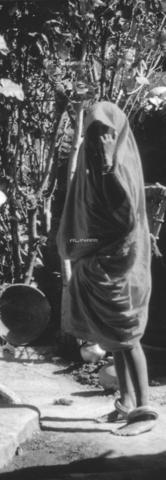 MFV-S-V00133-0286 - Contadina presso Agra - Data dello scatto: 17/07/1962-04/10/1962 - Fosco Maraini/Proprietà Gabinetto Vieusseux©Fratelli Alinari