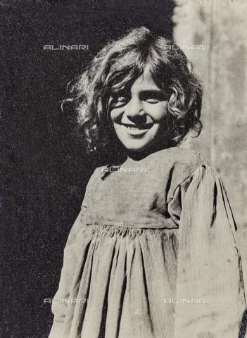 MLD-F-000129-0000 - Ritratto di bambina - Data dello scatto: 1920-1929 - Archivi Alinari, Firenze