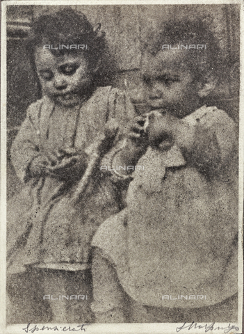 MLD-F-000245-0000 - Spensierati: coppia di bambini - Data dello scatto: 1920-1929 - Archivi Alinari, Firenze