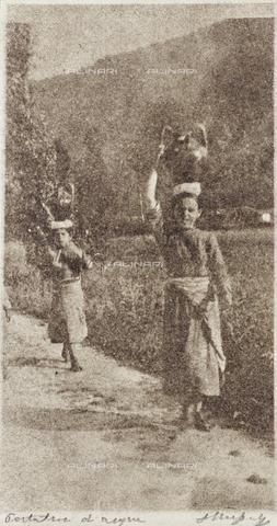 MLD-F-000279-0000 - Giovani ciociare nelle paludi pontine - Data dello scatto: 1920-1929 - Archivi Alinari, Firenze