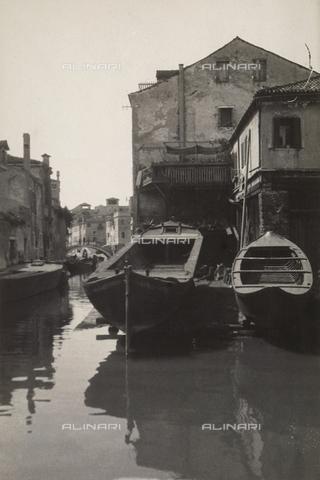 """MLD-F-000286-0000 - """"Squero a ponte Muti"""" - Data dello scatto: 1930 ca. - Archivi Alinari, Firenze"""