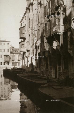 """MLD-F-000291-0000 - """"Rio Ghetto Nuovo"""" - Data dello scatto: 1930 ca. - Archivi Alinari, Firenze"""