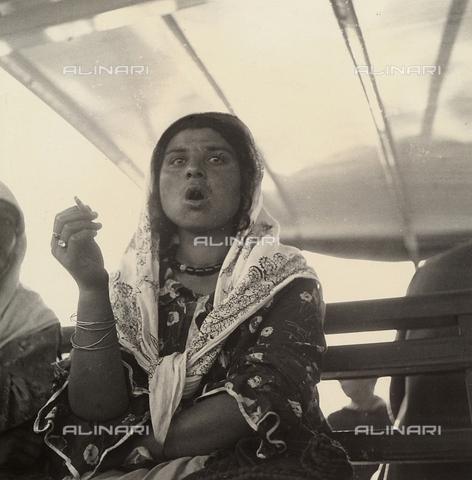 """MLD-F-000305-0000 - """"A bordo d'un vapore. Zingara greca"""" - Data dello scatto: 1930-35 ca. - Archivi Alinari, Firenze"""
