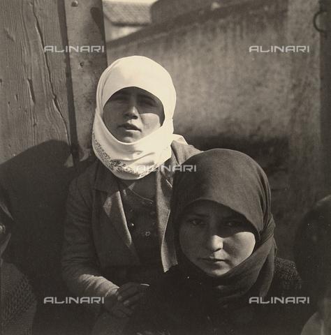 MLD-F-000314-0000 - Ragazze greche - Data dello scatto: 1935 - Archivi Alinari, Firenze