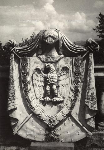 MLD-F-000316-0000 - Stemma nella villa di Napoleone a San Martino, Portoferraio - Data dello scatto: 1950 ca. - Archivi Alinari, Firenze