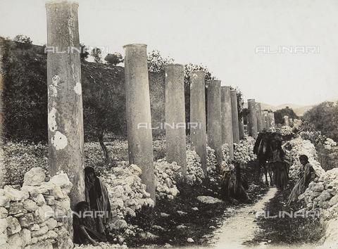 MLD-F-000351-0000 - Roman ruins in Samaria - Data dello scatto: 1915-20 ca. - Archivi Alinari, Firenze
