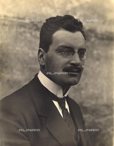 MLD-F-000545-0000 - Ritratto di giovane uomo - Data dello scatto: 1930 ca. - Archivi Alinari, Firenze