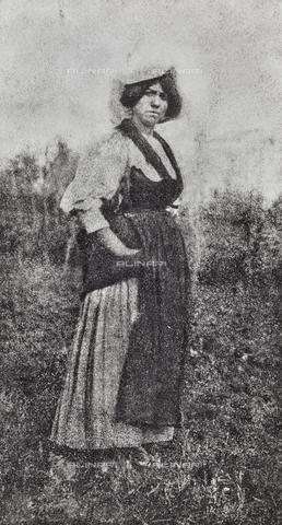 MLD-F-000602-0000 - Ritratto di contadina - Data dello scatto: 1920-1929 - Archivi Alinari, Firenze