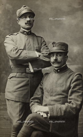 """MRC-A-000034-0090 - Album """"R. Esercito I G. M. (Prima Guerra Mondiale)"""": Lieutenant delal and Regional Militia soldier of the 8th Infantry Regiment in uniform by country - Date of photography: 1915 - Fratelli Alinari Museum Collections-Manno Collection, Florence"""