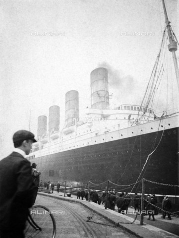 "NMM-S-000D47-2611 - The ocean liner ""Lusitania"" sunk May 7, 1915 - National Maritime Museum, London / Alinari Archives"