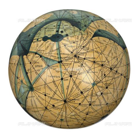NMM-S-00L626-3007 - Globo manoscritto e dipinto a mano, che rappresenta le mappe di Marte pubblicate dell'astronomo americano Percival Lowel, realizzato da Emmy Ingeborg Brun, National Maritime Museum, Greenwich, Londra - National Maritime Museum, Londra / Archivi Alinari