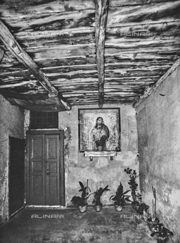 """NPA-F-000052-0000 - """"Milano in periferia"""": interno di una casa - Data dello scatto: 1961 - Archivi Alinari, Firenze"""