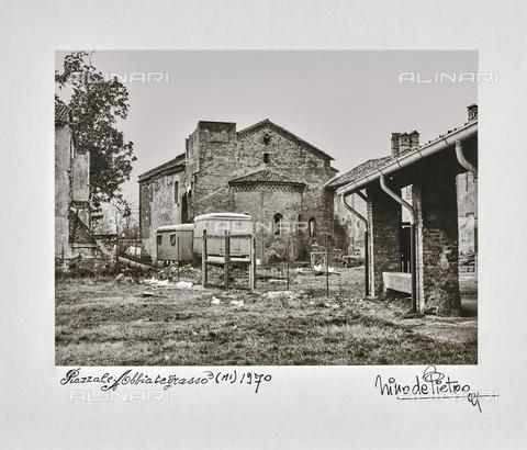"""NPA-F-000069-0000 - """"Piazzale Abbiategrasso (Mi). 1970"""": una antica pieve - Data dello scatto: 1970 - Archivi Alinari, Firenze"""