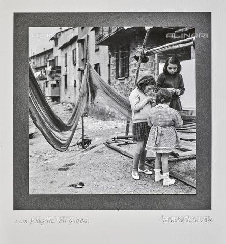 """NPA-F-000081-0000 - """"Compagne di gioco"""" - Data dello scatto: 1960 - Archivi Alinari, Firenze"""