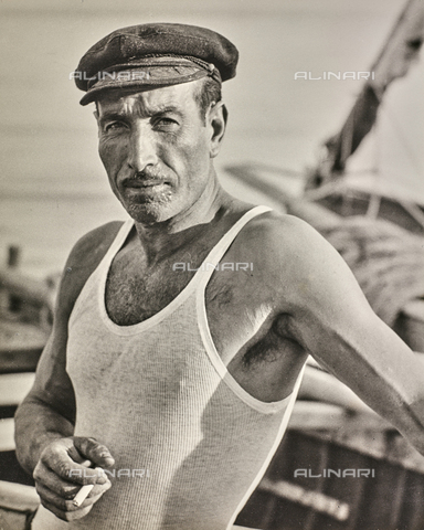 NPA-F-000103-0000 - Ritratto di pescatore, Napoli - Data dello scatto: 1960 - Archivi Alinari, Firenze