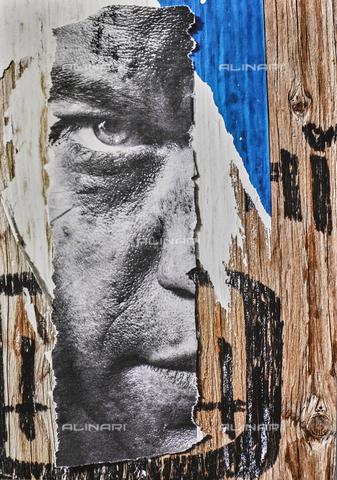 NPA-F-000127-0000 - Manifesto strappato con volto maschile; collage - Data dello scatto: 1983 - Archivi Alinari, Firenze