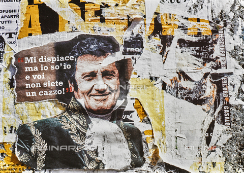 NPA-F-000128-0000 - Manifesto strappato con fotografia di Alberto Sordi nei panni del Marchese del Grillo; collage - Data dello scatto: 1980 - Archivi Alinari, Firenze