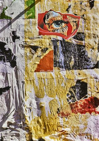 NPA-F-000129-0000 - Manifesto strappato con un occhio; collage - Data dello scatto: 1970 - Archivi Alinari, Firenze