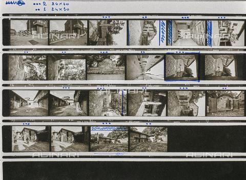 """NPA-F-000134-0000 - Case, incroci, ciclisti: provini """"Gruppo Rikorda"""" - Data dello scatto: 1960 ca. - Archivi Alinari, Firenze"""