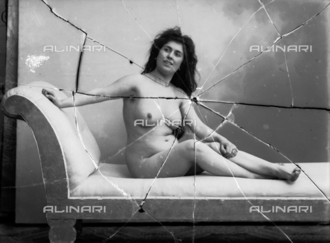 NVM-F-003181-0000 - Portrait of naked woman lying - Date of photography: 1900-1910 - Fratelli Alinari Museum Collections-Nunes Vais Archives, Florence