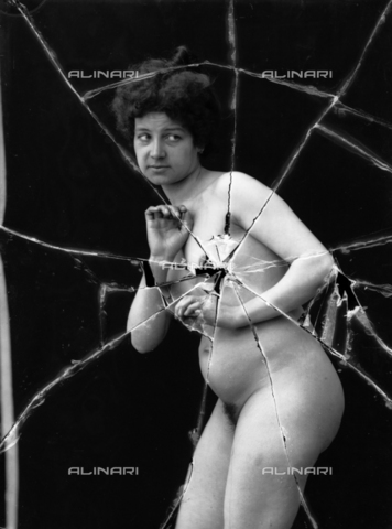 NVM-F-003184-0000 - Nude female portrait - Date of photography: 1900-1910 - Fratelli Alinari Museum Collections-Nunes Vais Archives, Florence