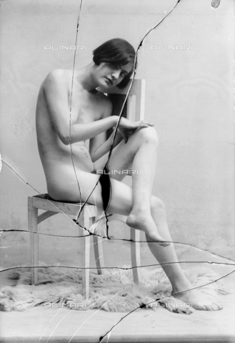 NVM-F-003192-0000 - Female nude - Date of photography: 1900-1910 - Fratelli Alinari Museum Collections-Nunes Vais Archives, Florence