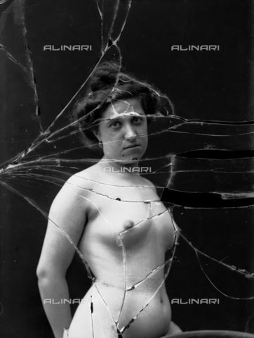 NVM-F-003203-0000 - Female portrait with unveiled breast - Date of photography: 1900-1910 - Fratelli Alinari Museum Collections-Nunes Vais Archives, Florence
